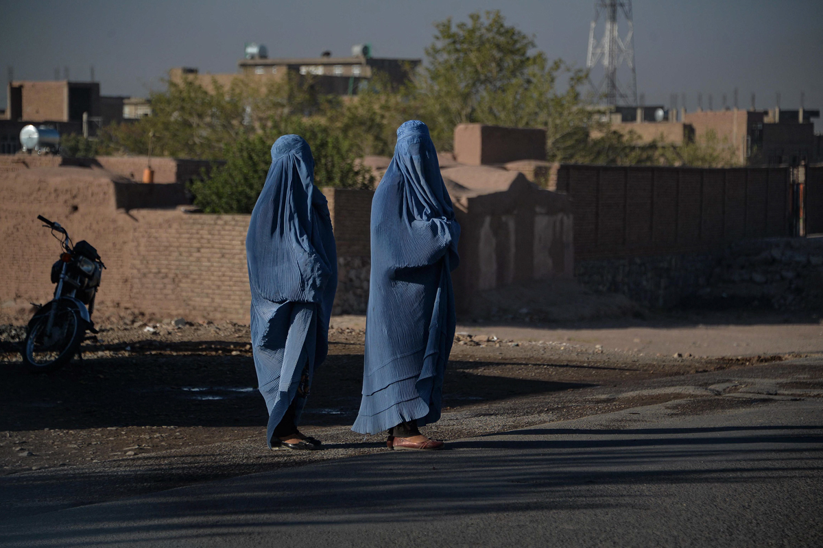 Mujeres en burka, en Herat.