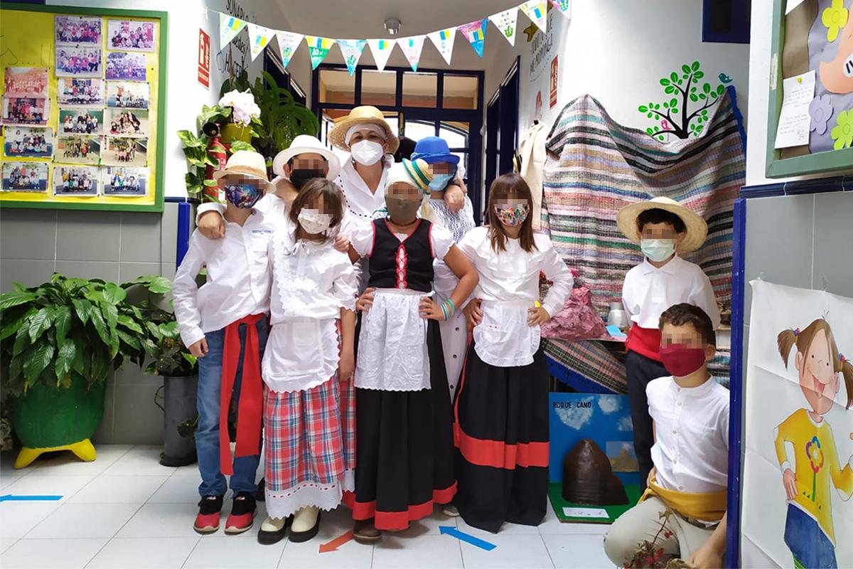 Aimara y los 23 niños de Los Campitos a los que la lava les 'comió' el colegio