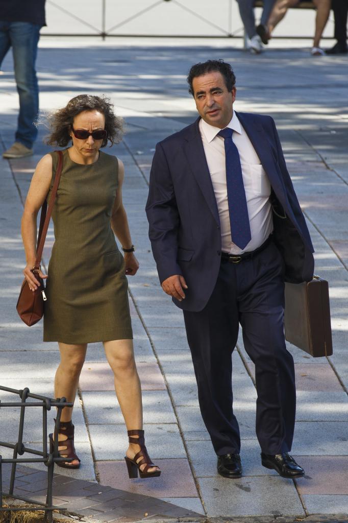 Noelia de Mingo con su abogado en 2017.