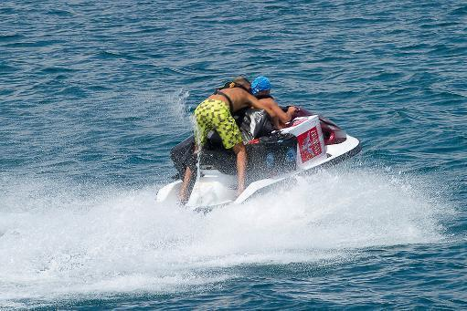 Tres presos en Melilla huyen a Marruecos en moto de agua durante un permiso carcelario
