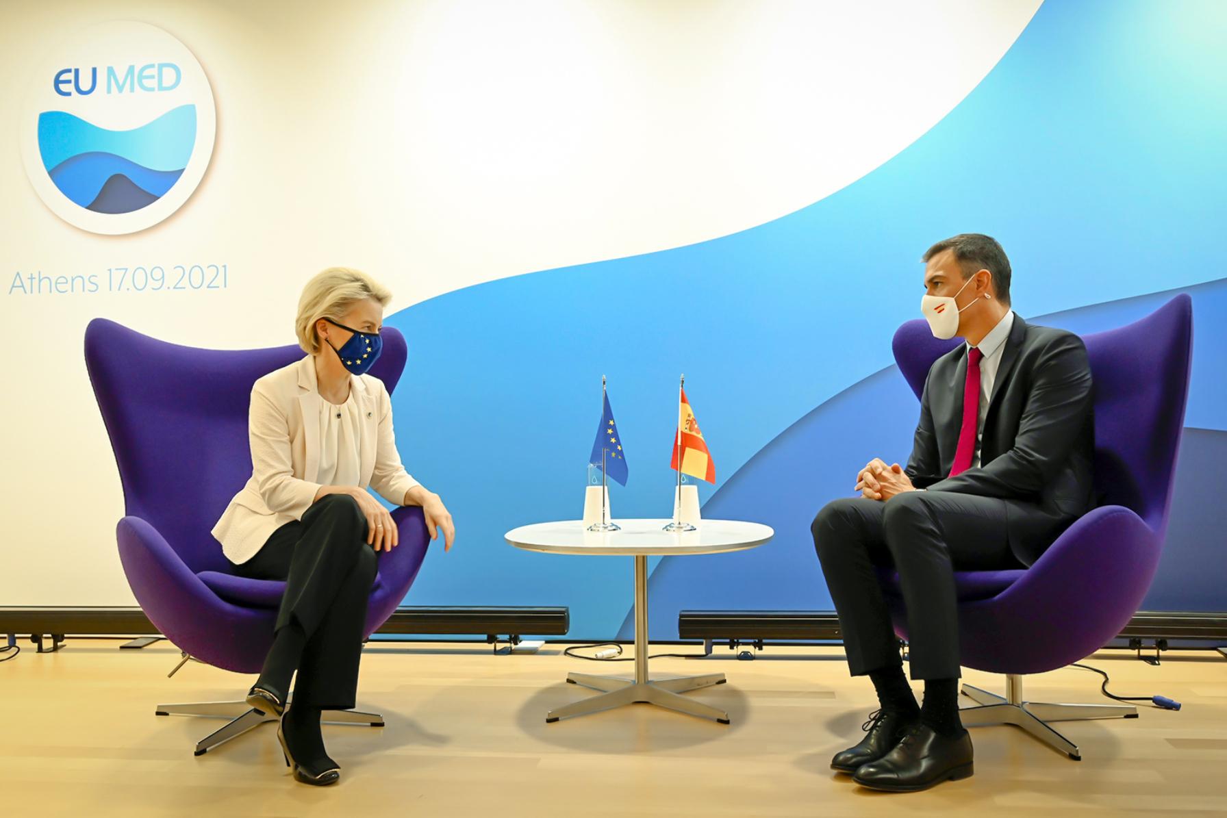 La presidenta de la Comisión Europea, Ursula Von der Leyen, y Pedro Sánchez.