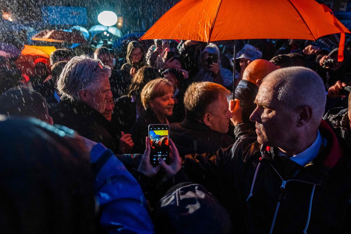 Merkel y Laschet, en un mitin en Stralsund.
