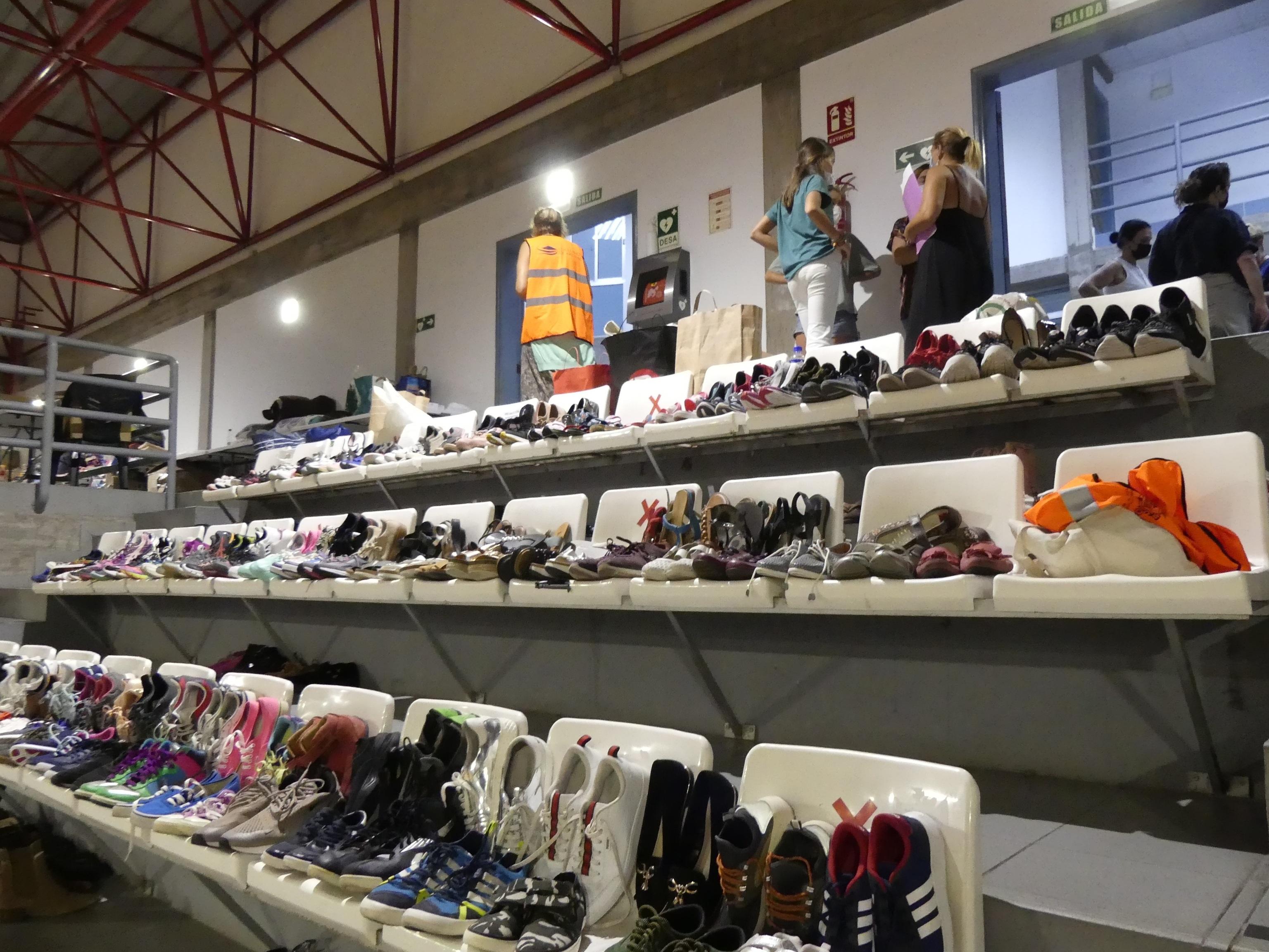 La población de La Palma ha donado ropa, calzado y distintos bienes para la gente que ha perdido su casa.