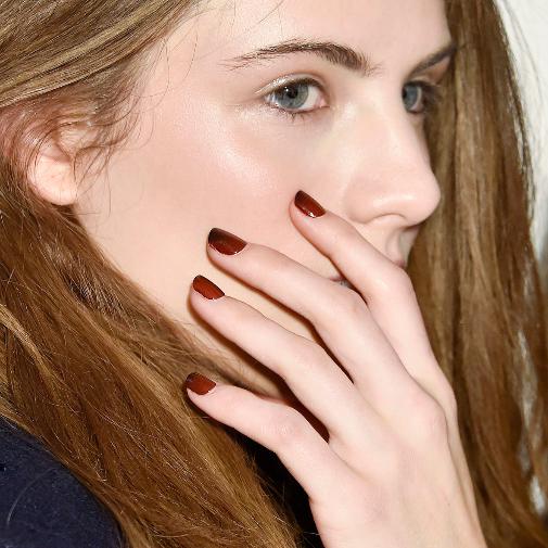 Las manicuras en seco permiten que el esmalte se adhiera mejor a la uña y dure más.