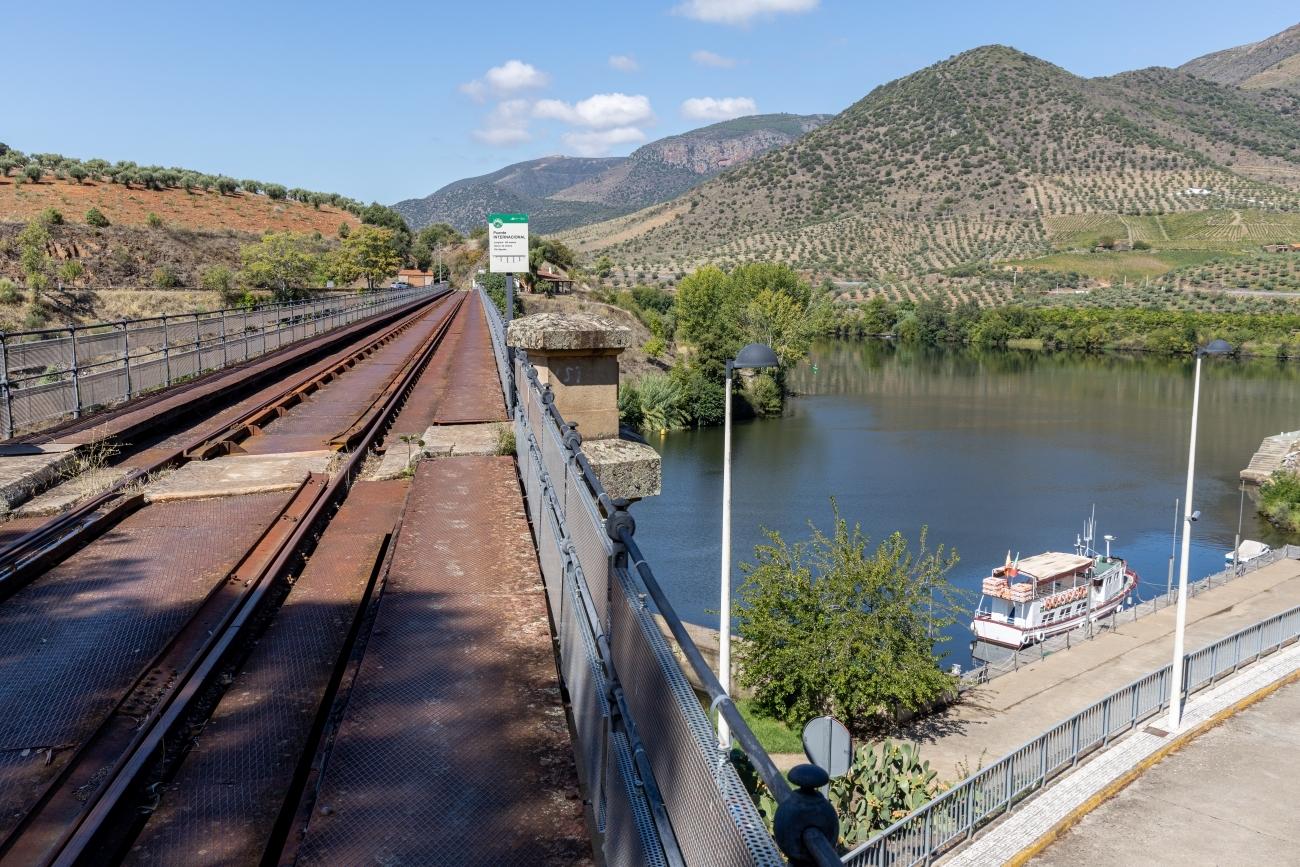 El muelle fluvial de Vega Terrón, fin del Camino.