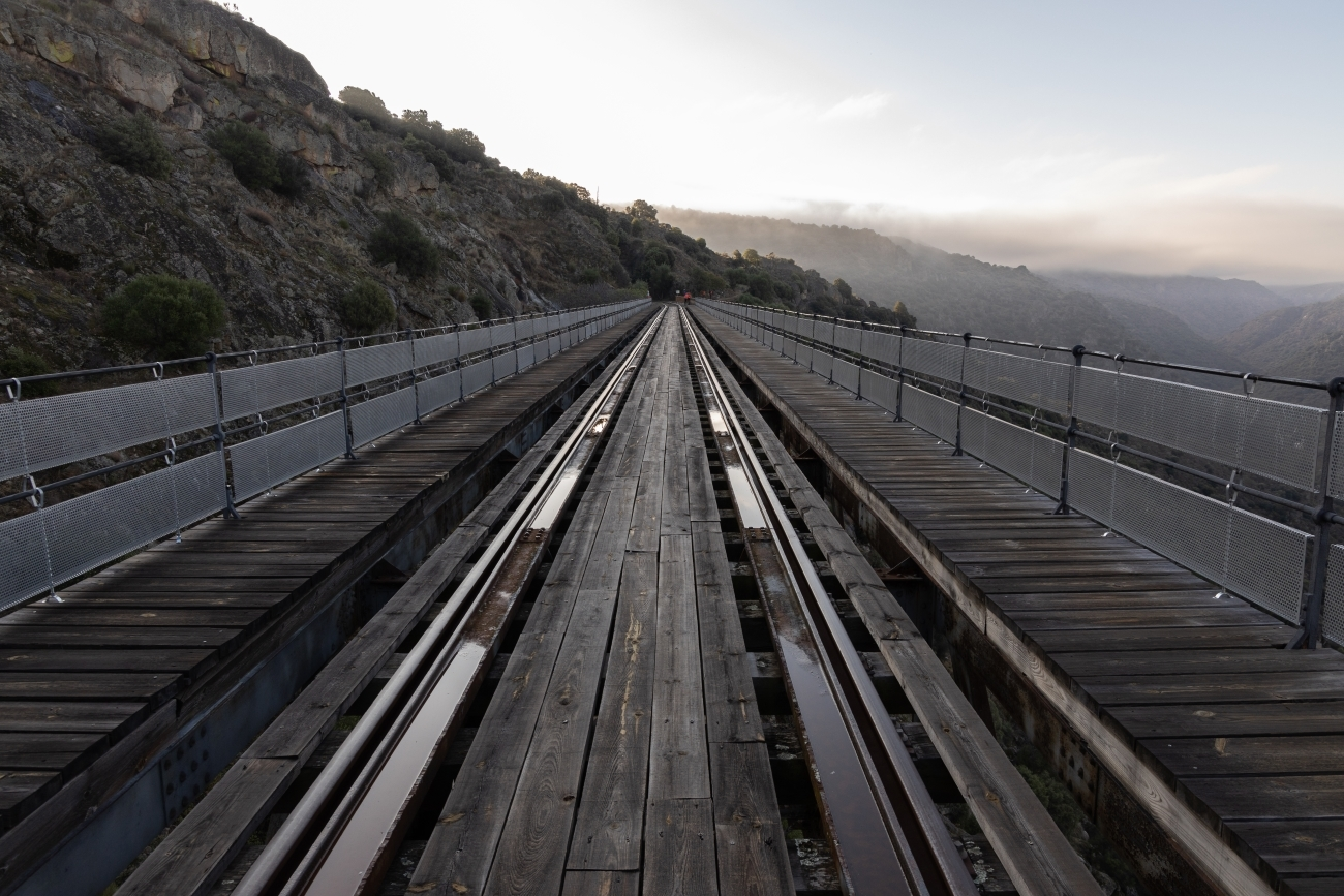 Los puentes de hierro que jalonana la ruta.