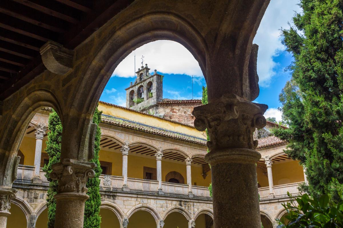 Carlos I y su monasterio han marcado la historia de Cuacos de Yuste.