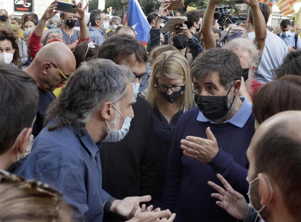Cuixart y Sànchez, ante el consulado italiano en Barcelona