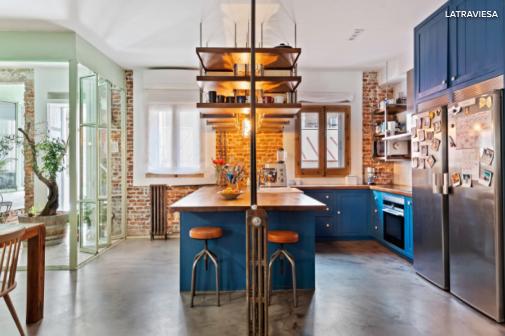 El color azul en muebles logra crear una sensación refrescante y hogareña. El blanco cotiza a la baja.