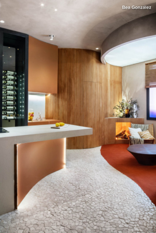 Cocina y espacios comunes se integran de manera fluida en un solo ambiente.