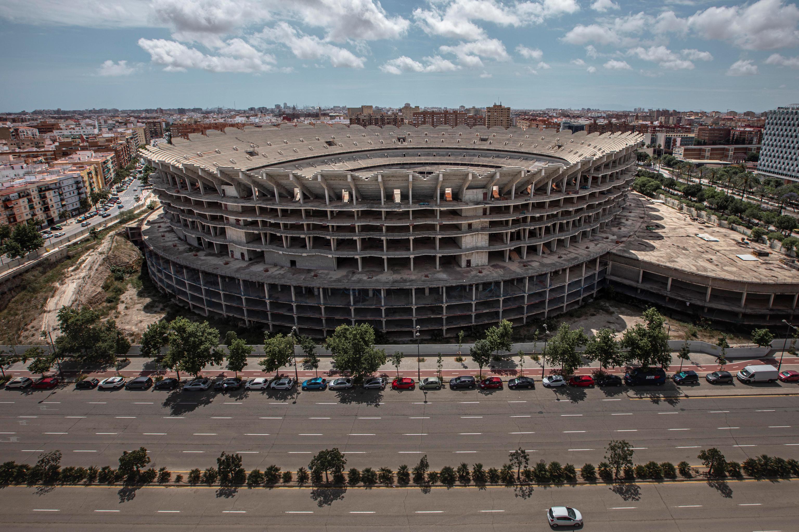 Esqueleto del estadio del Valencia paralizado.