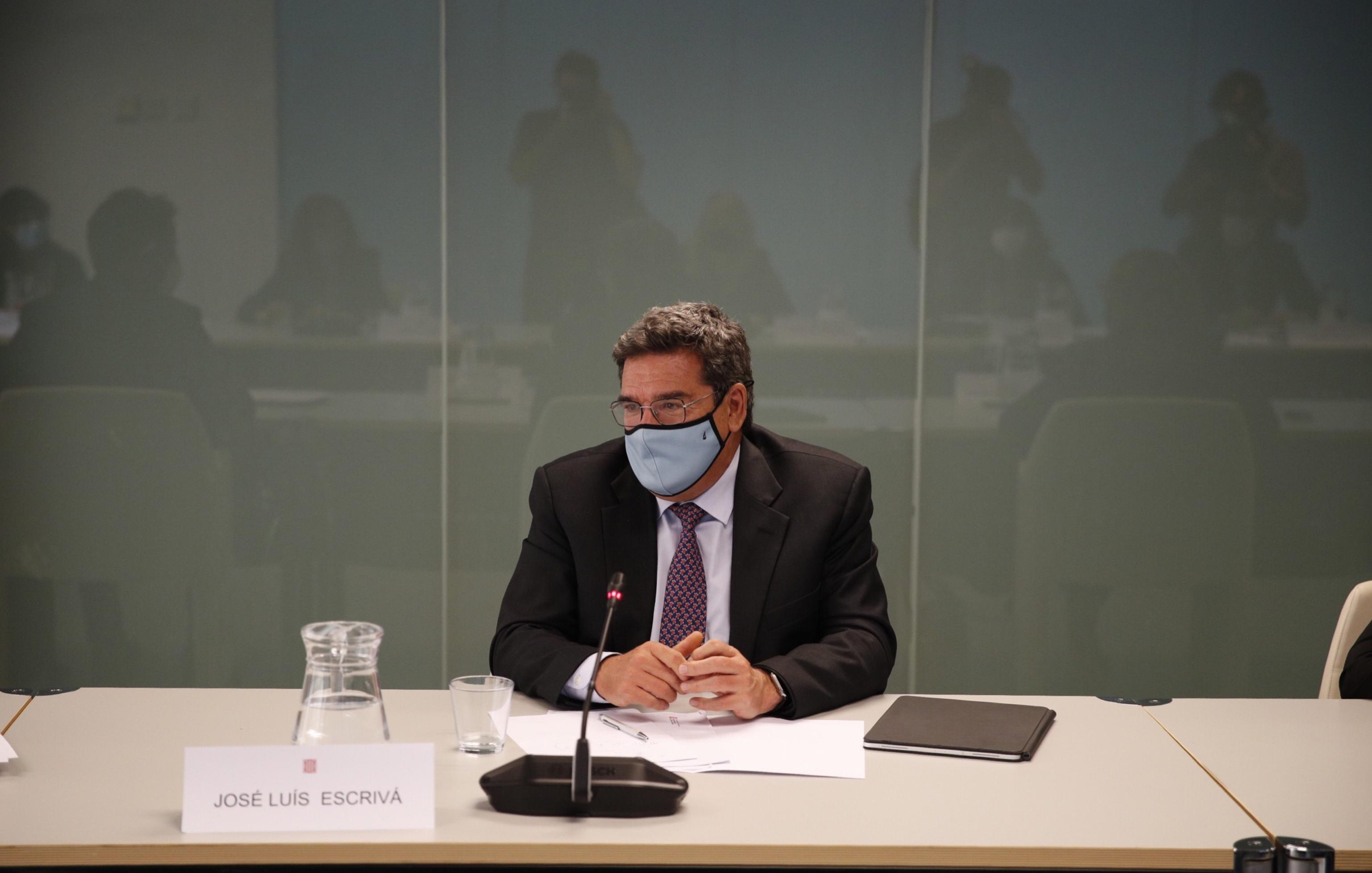 El ministro de Seguridad Social, José Luis Escrivá  ayer, en Barcelona en una reunión con la Generalitat