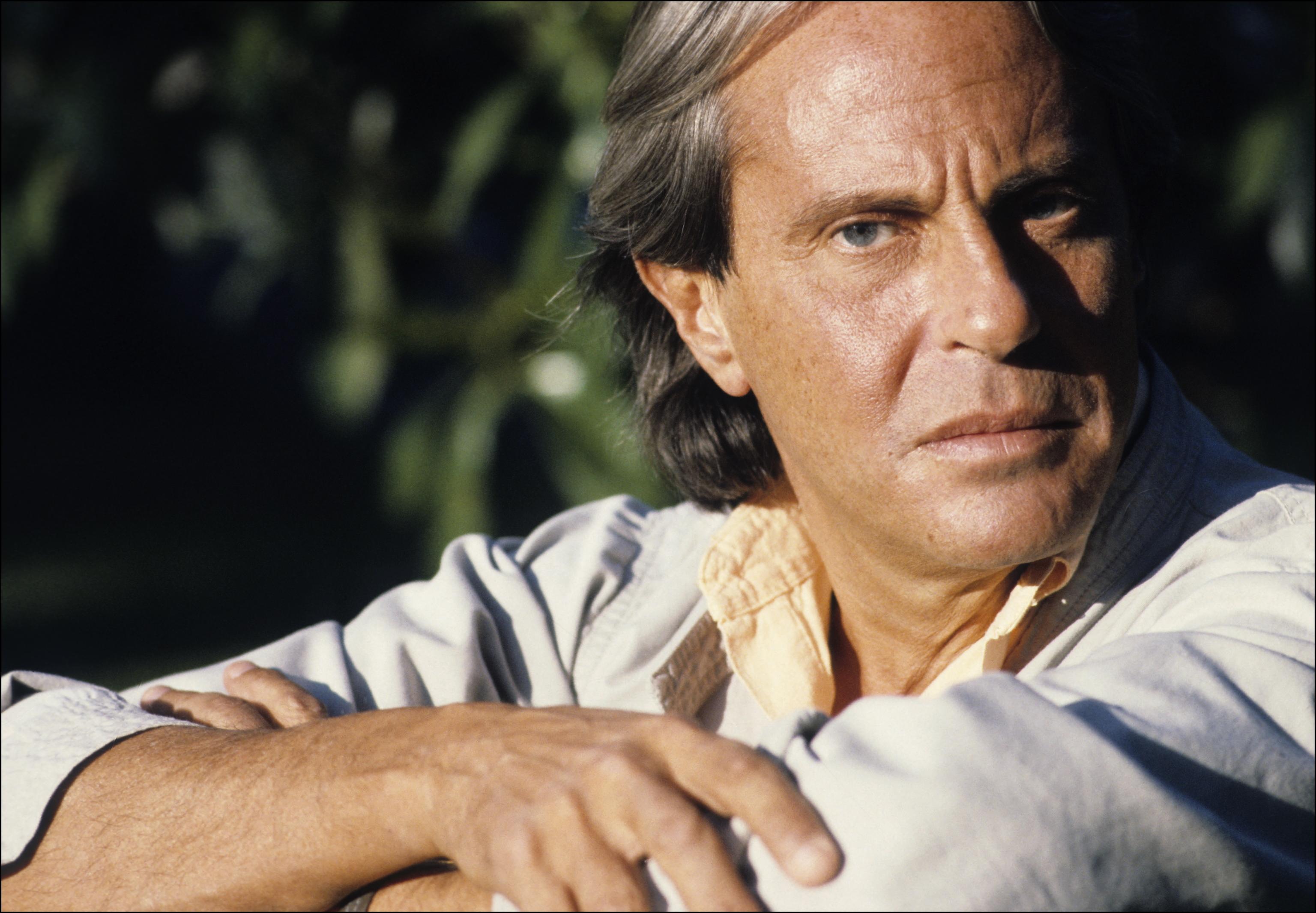 Posado del compositor Juan Carlos Calderón