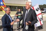 Agostinangelo Marras, abogado italiano de Puigdemont, se dirige a la prensa a la entrada de los juzgados de Sassari.