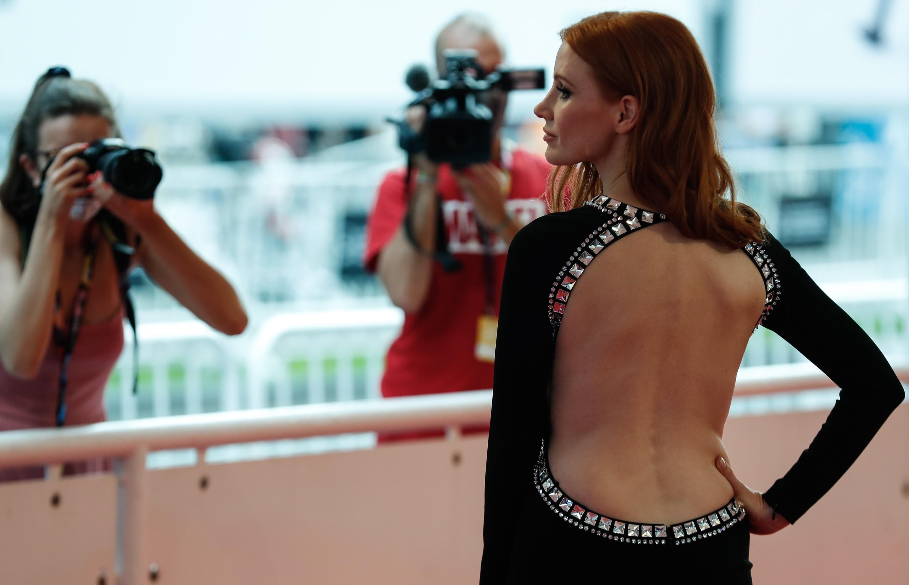 """La actriz Jessica Chastain posa este viernes en la 69 edición del Festival de Cine de San Sebastián, donde presenta su trabajo """"The eyes of Tammy Faye""""."""