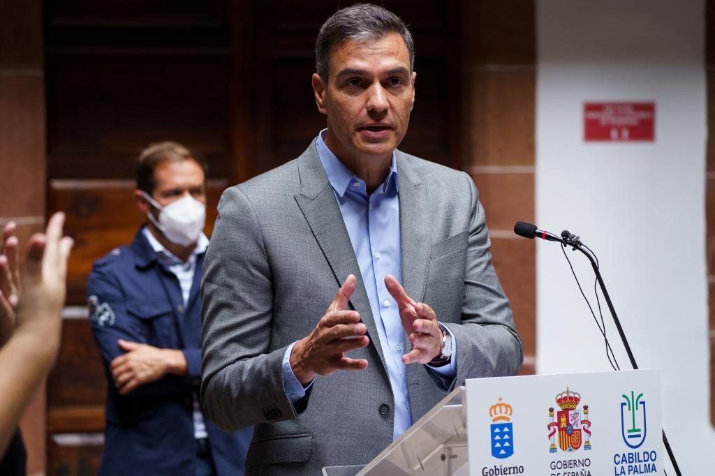 Pedro Sánchez, durante su comparecencia desde La Palma.