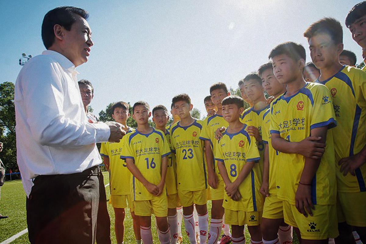El presidente de Evergrande, Xu Jiayin, visitó a sus jugadores en Madrid en septiembre de 2015.