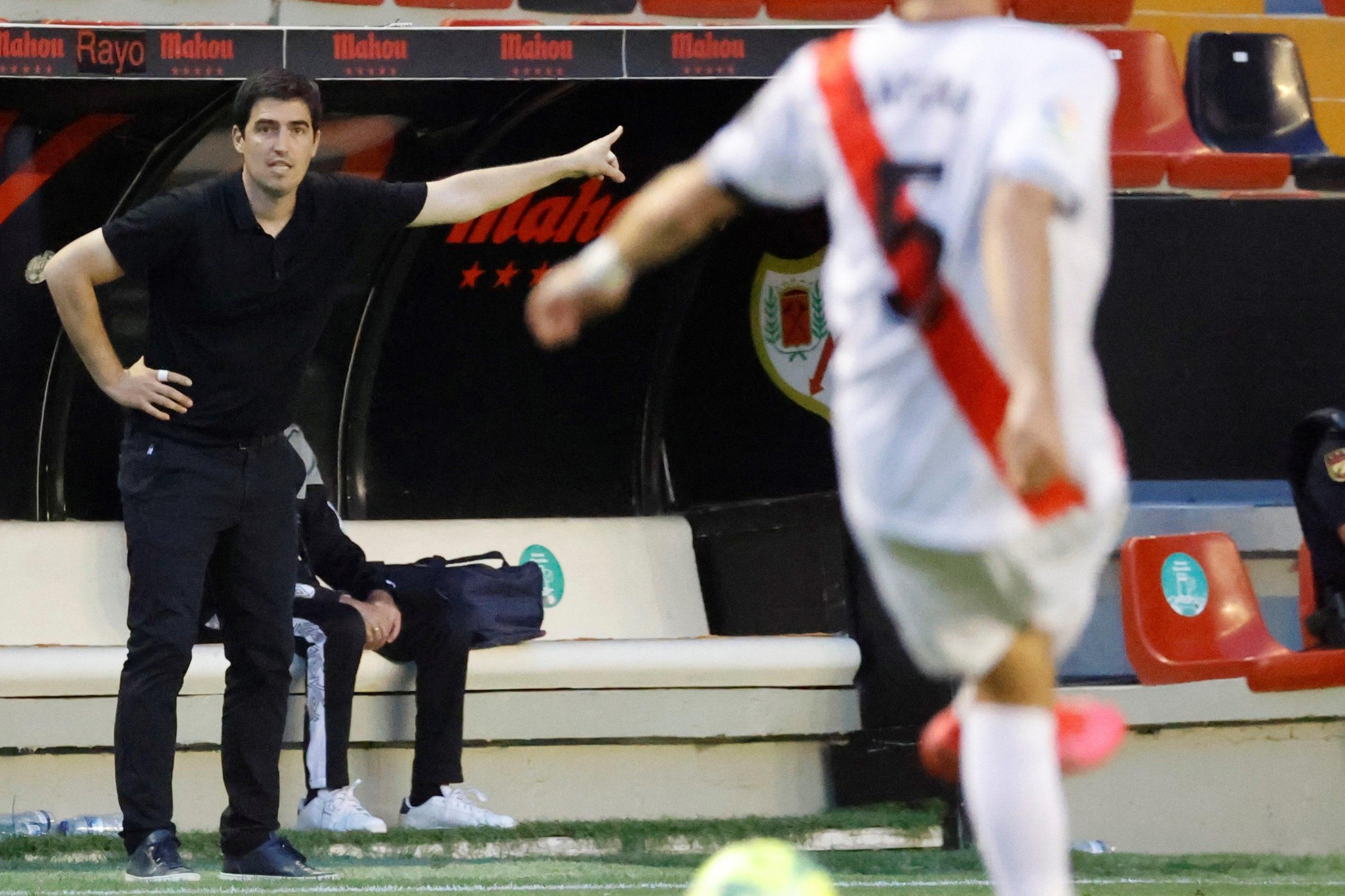 Iraola, durante un partido de la pasada temporada en Vallecas.