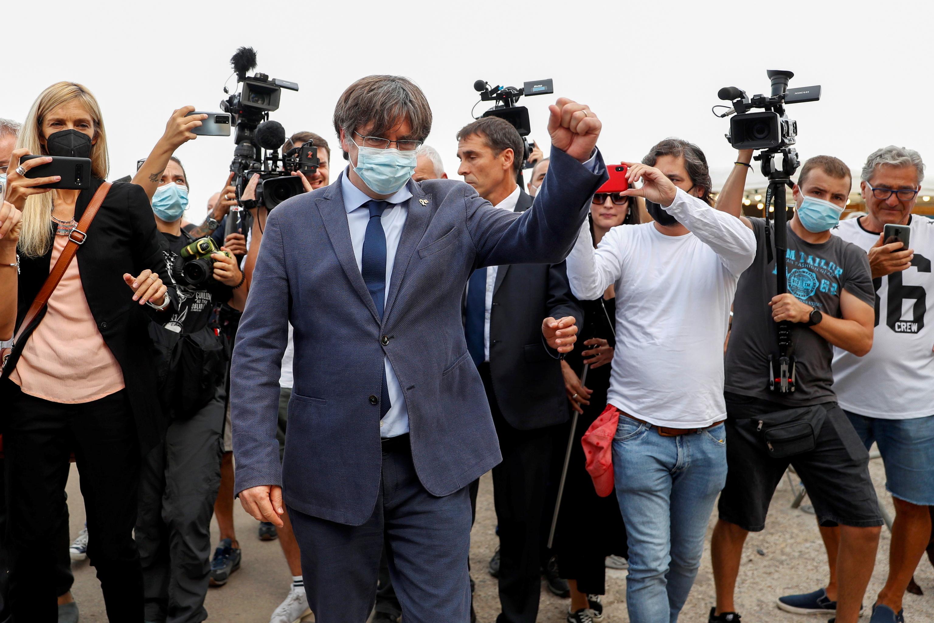 Carles Puigdemont repaparece tras su detención.