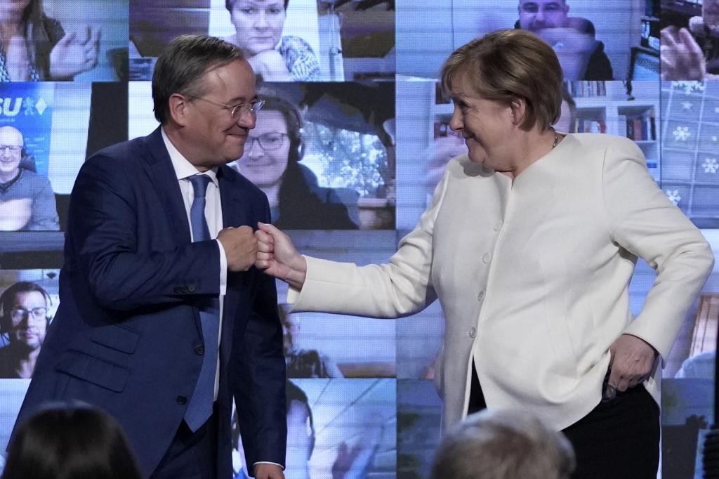 La canciller Angela Merkel junto al candidato de CDU, Armin Laschet.