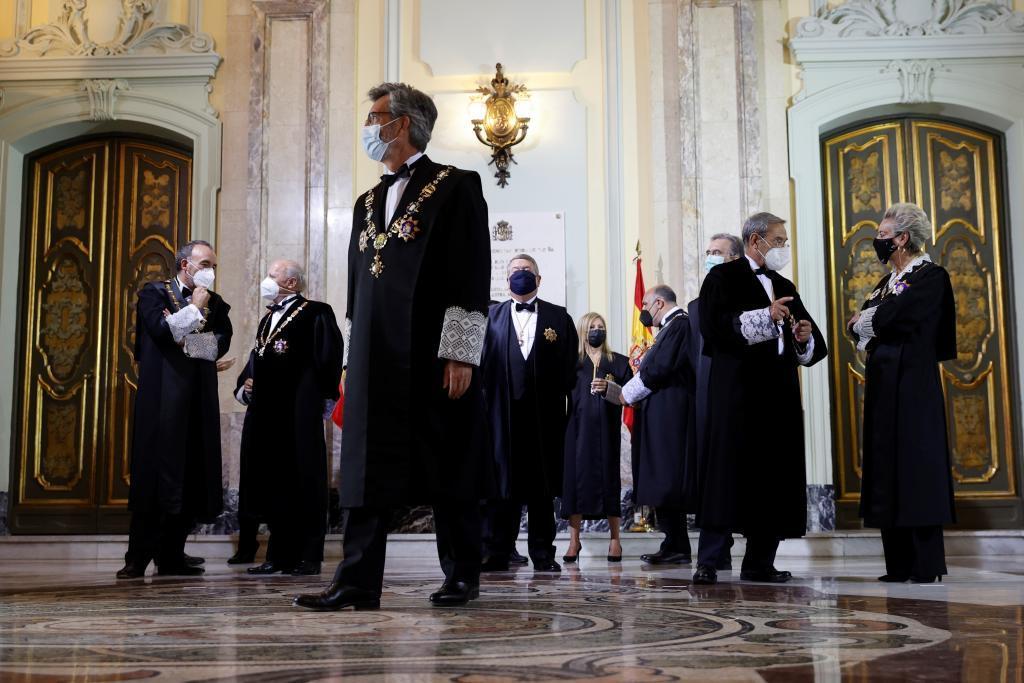 El presidente del Supremo y el CGPJ, Carlos Lesmes, junto a miembros de la Sala de Gobierno del TS en el acto de apertura del año judicial.