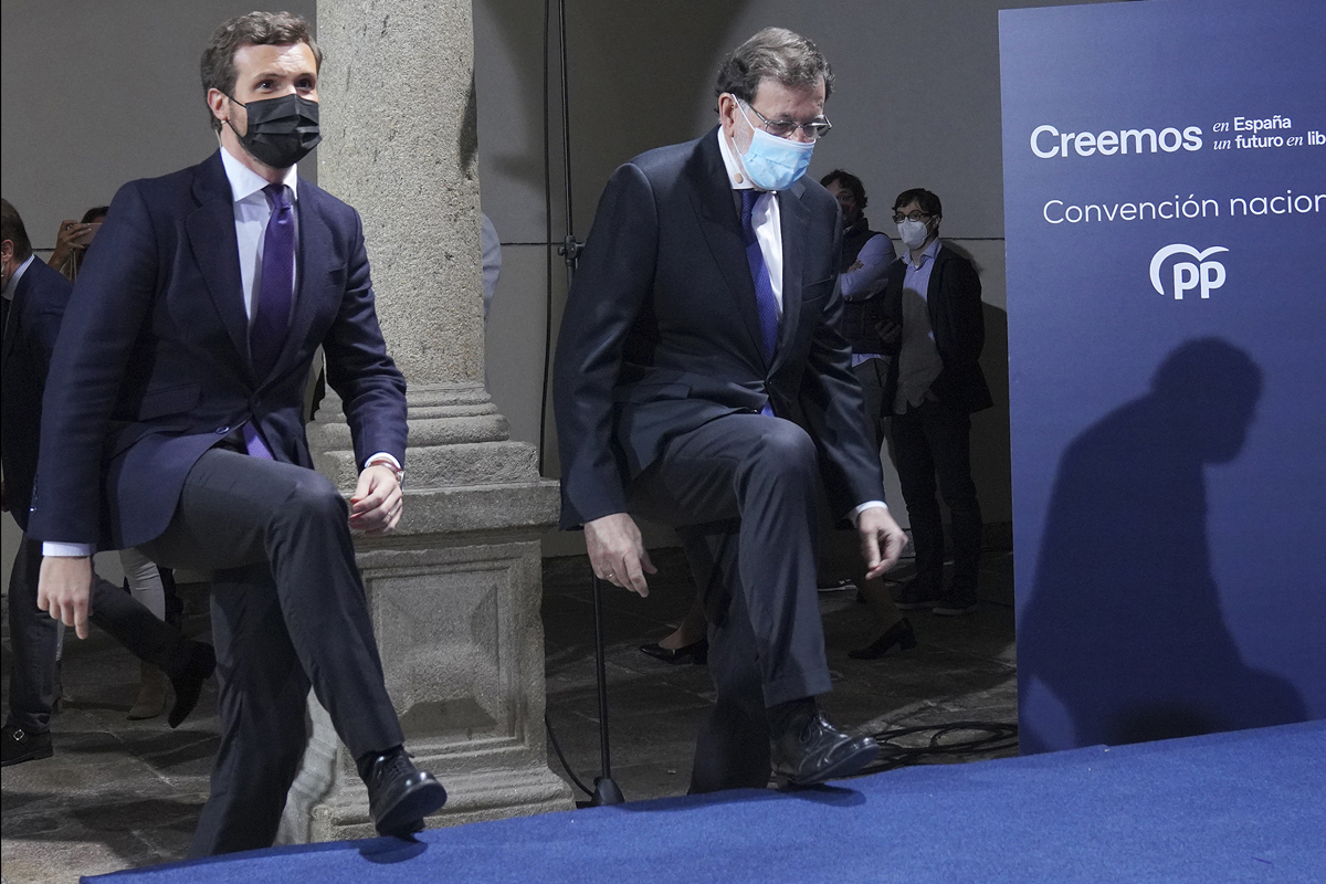 Pablo Casado y Mariano Rajoy, en Santiago de Compostela.
