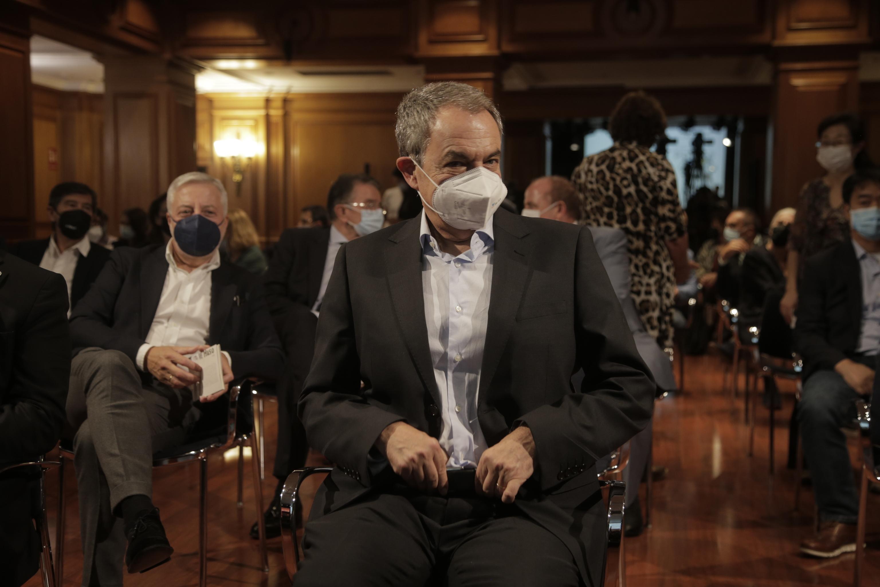 Zapatero, durante la presentación en el IES Cervantes