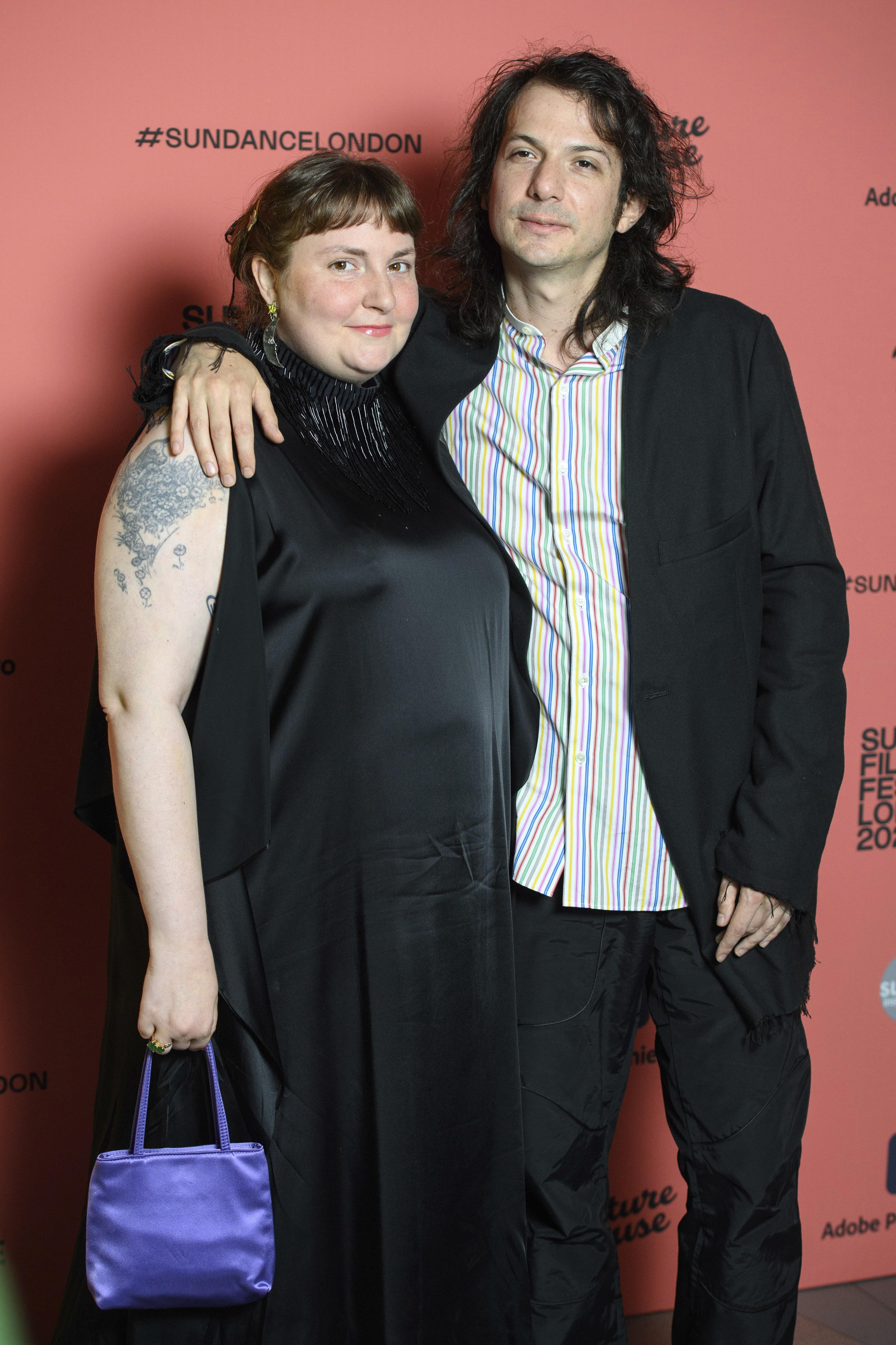 Lena Dunham y su ya marido, Luis Felber.