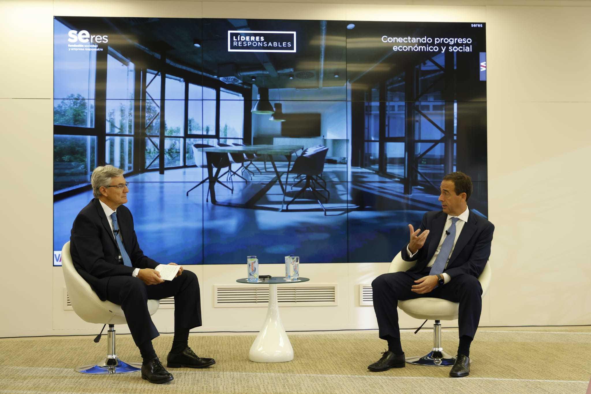 El presidente de Deloitte en España, Fernando Ruiz, y el CEO de CaixaBank, Gonzalo Gortázar.