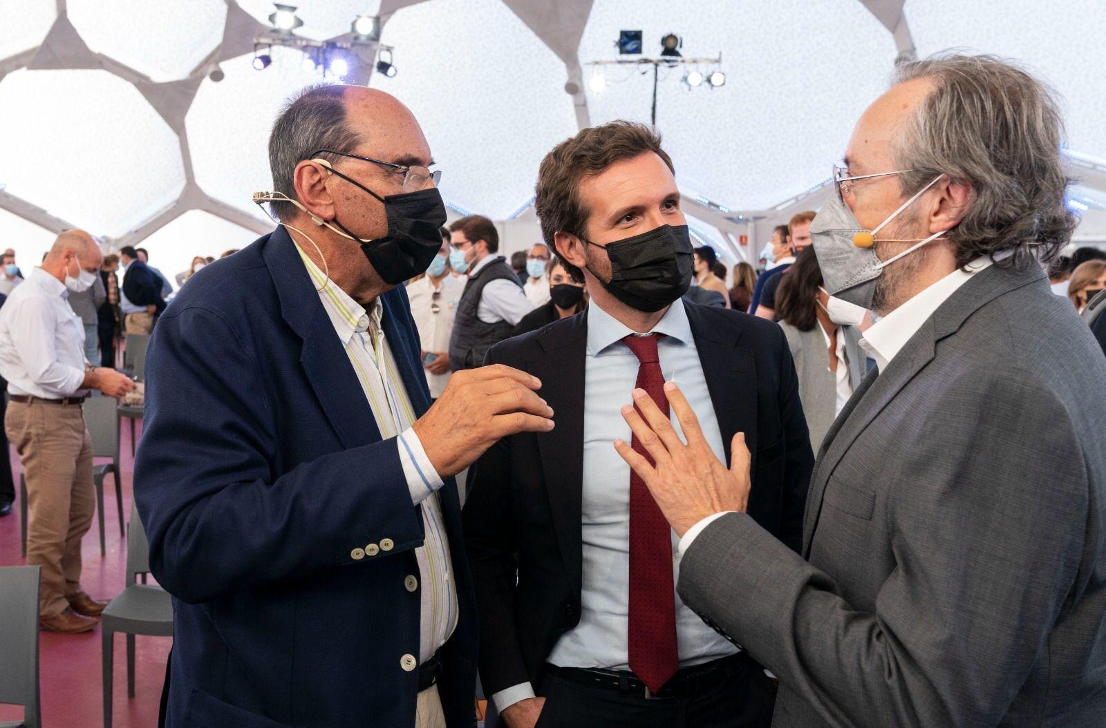 Alejo Vidal-Quadras, Pablo Casado y Juan Carlos Girauta, este martes.