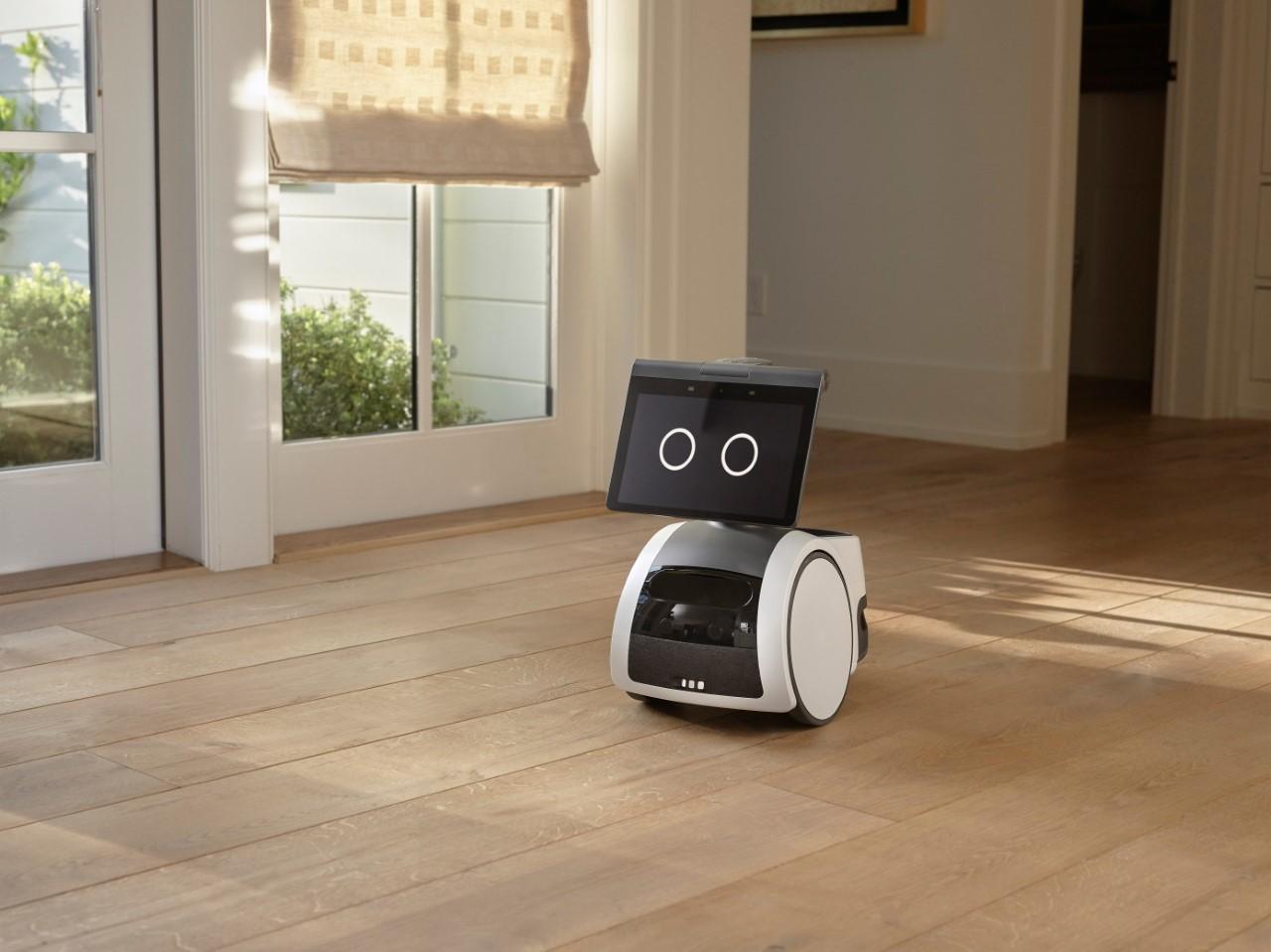 Amazon le pone ruedas a Alexa: así es su robot doméstico Astro
