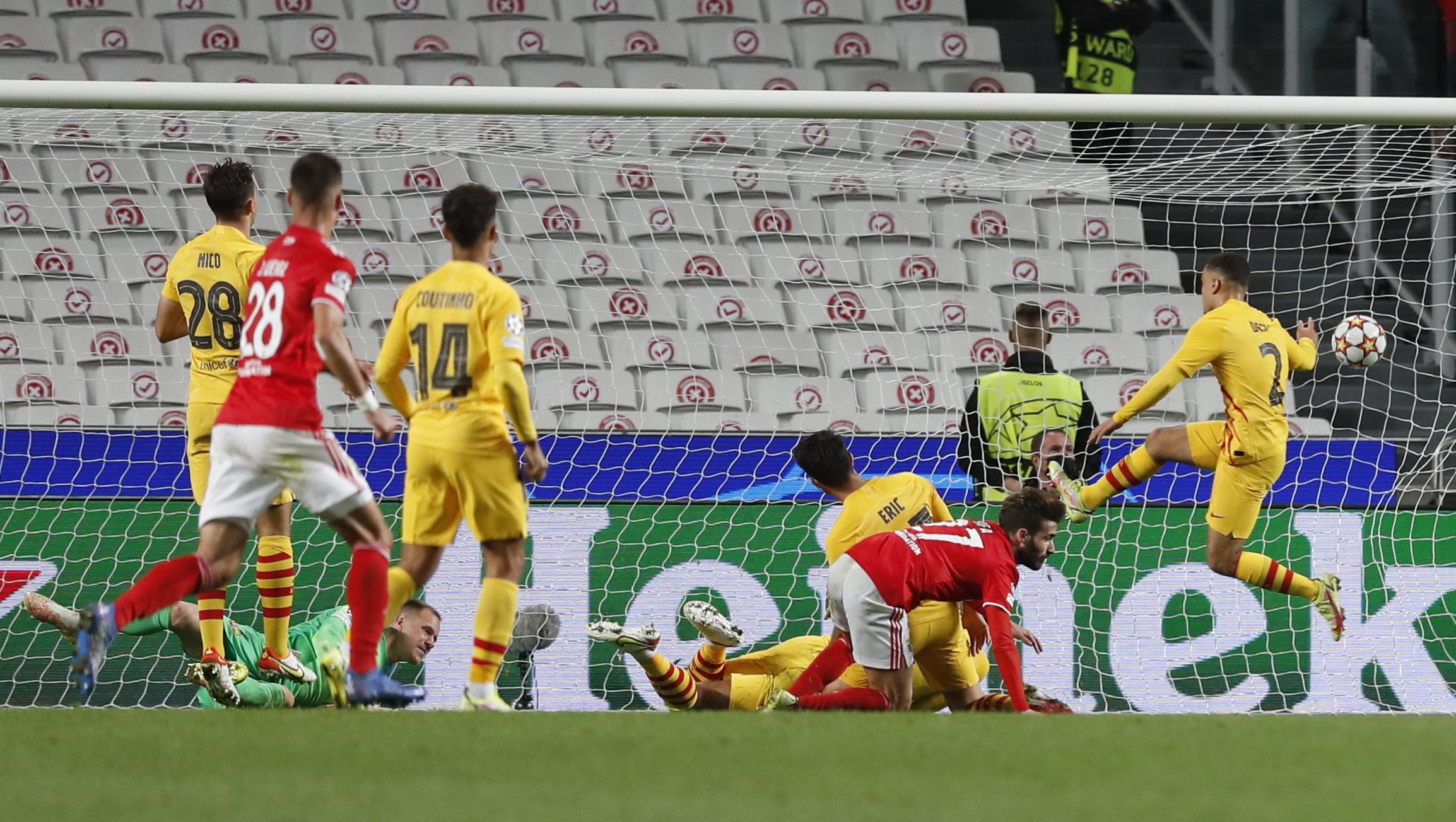 Rafa Silva anota el 2-0 del Benfica en Da Luz.