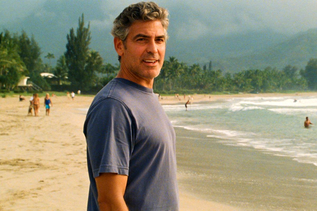 El actor, director y productor George Clooney, en el filme 'Los descendientes'.
