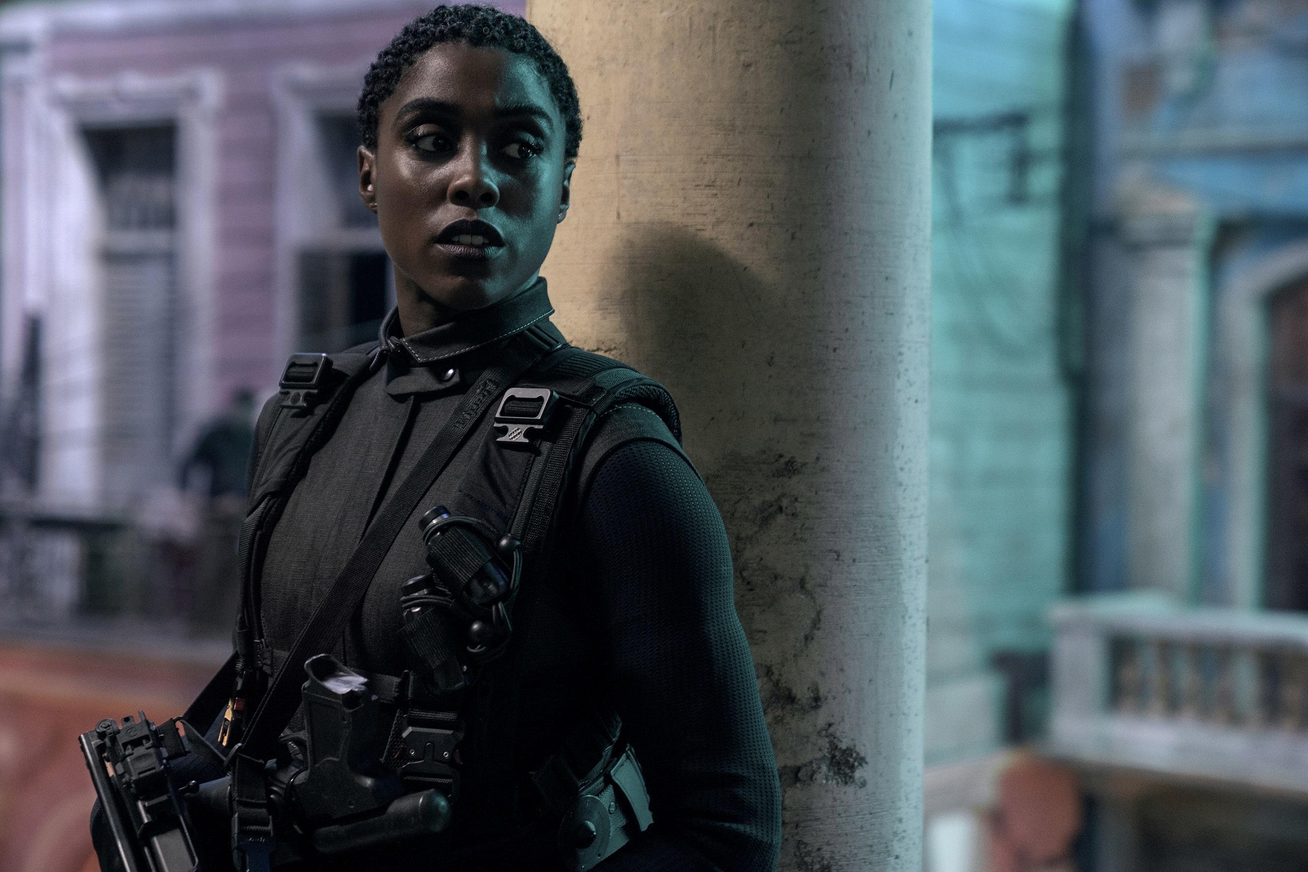 Lashana Lynch interpreta a Nomi.
