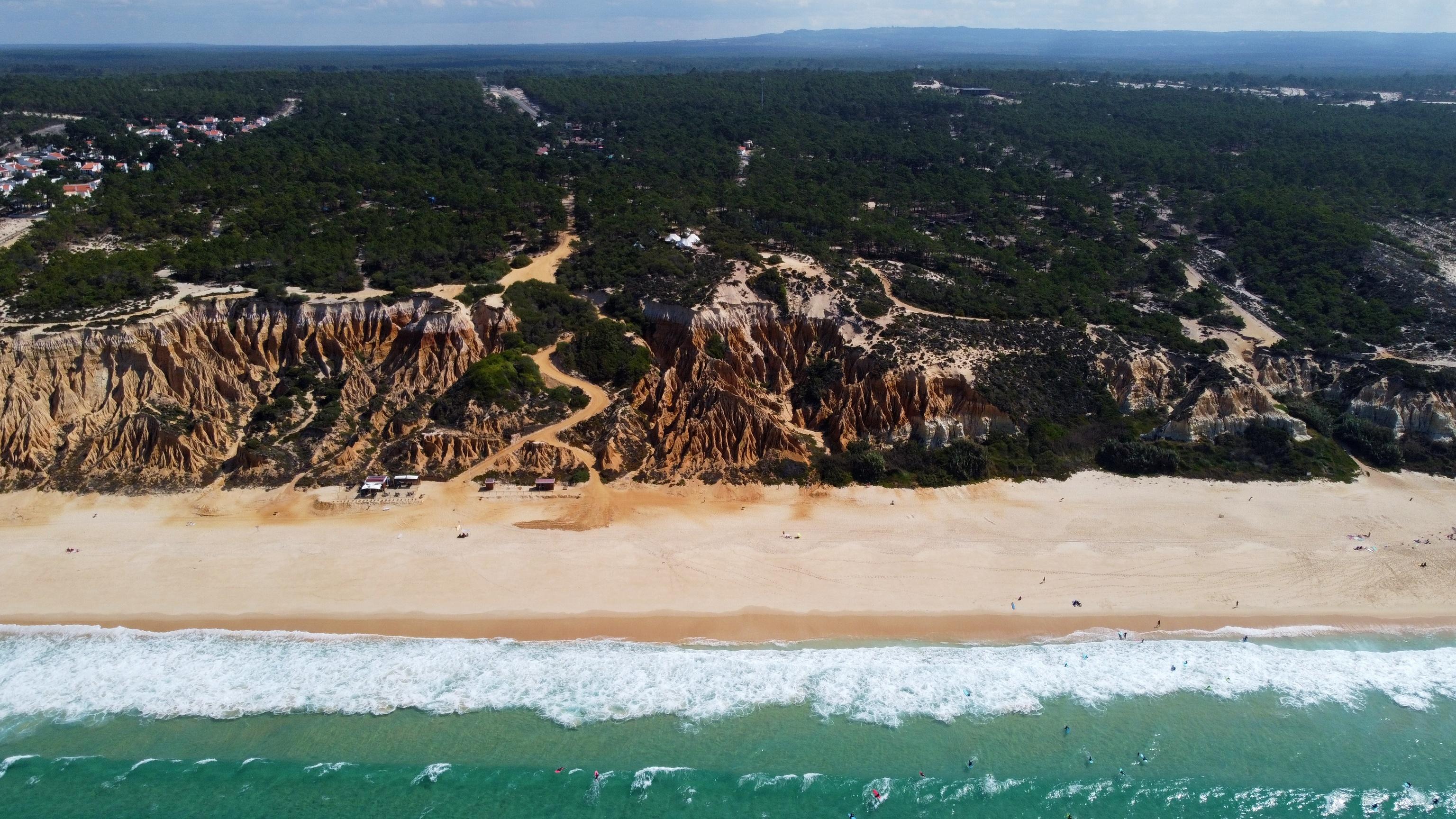 Vista aérea de playa y el camping de Galé.