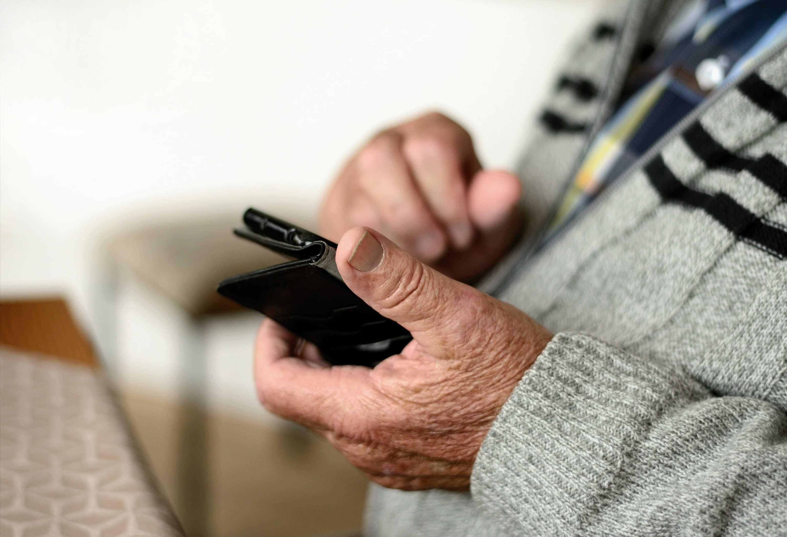 El móvil y los abuelos: así utilizan el smartphone los mayores de 60 años