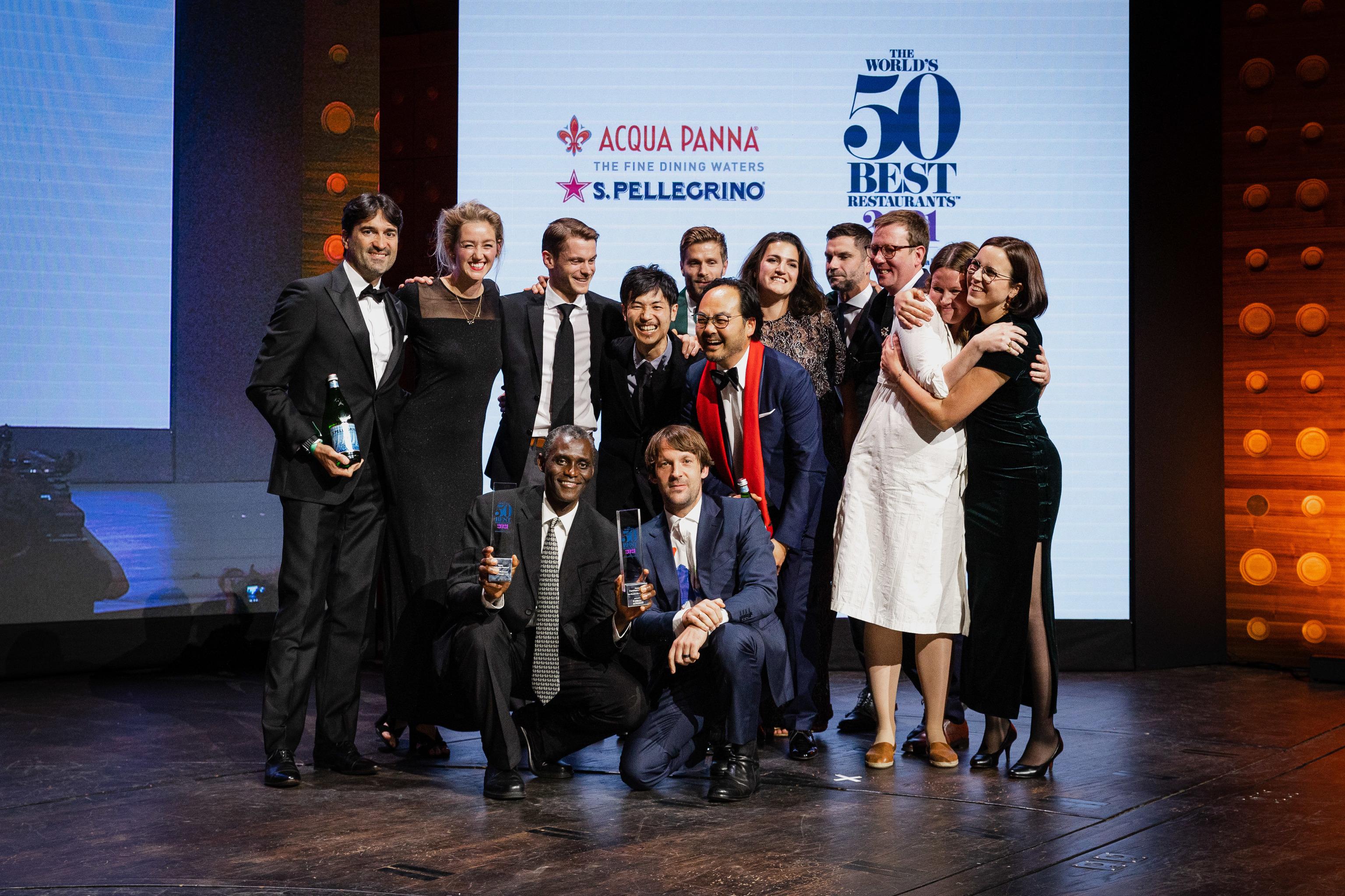 El equipo del restaurante Noma, Copenhague, Dinamarca, en la gala de 50 Best, recogiendo el galardón al mejor restaurante del mundo.