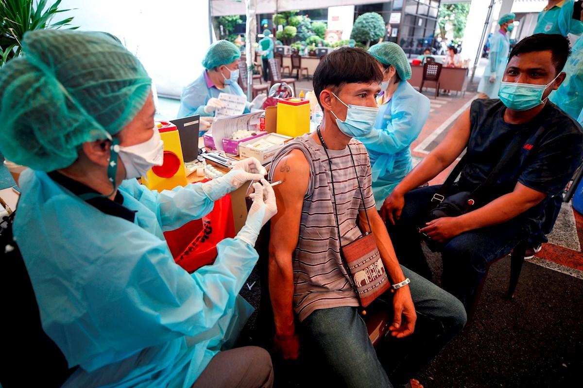 La OMS advierte que 28 países, sobre todo de África y Oriente Medio, aún solo han vacunado al 2% de su población.