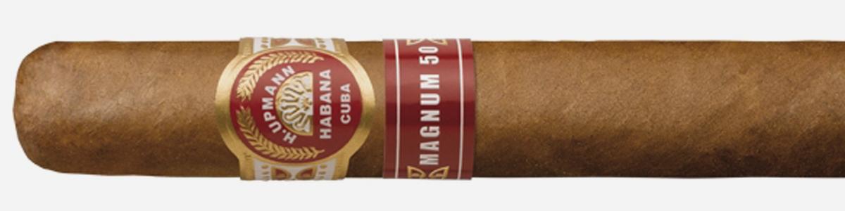 H. UPMANN MAGNUM 50: Longitud: 160 mm. Cepo: 50. Peso: 16,01 gr. Cata: Buenos rastros tabaqueros muy penetrantes con notas de pimienta blanca, esta vitola Magnum 50 magnifica las percepciones de los tabacos que la contienen con gran variedad de matices conforme avanza la combustión y nada agresivos en boca. Tiempo de fumada: 55/65 minutos.