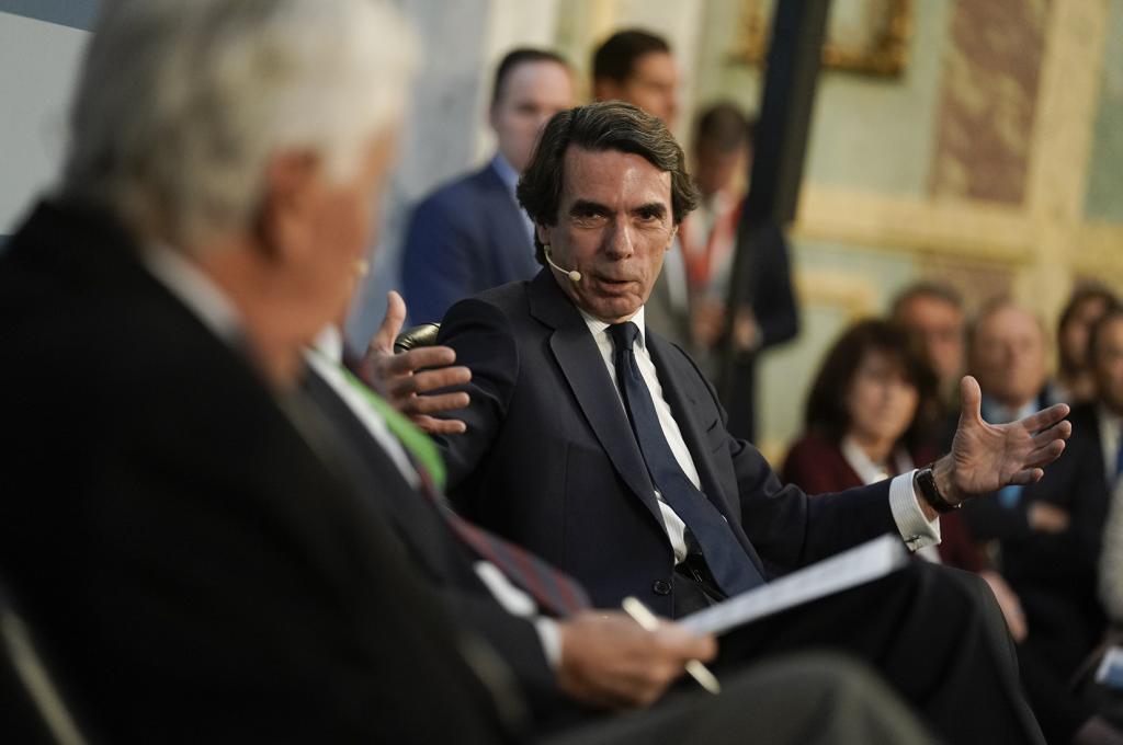 Los ex presidentes Felipe González y José María Aznar, en el I Congreso Nacional de la Sociedad Civil.