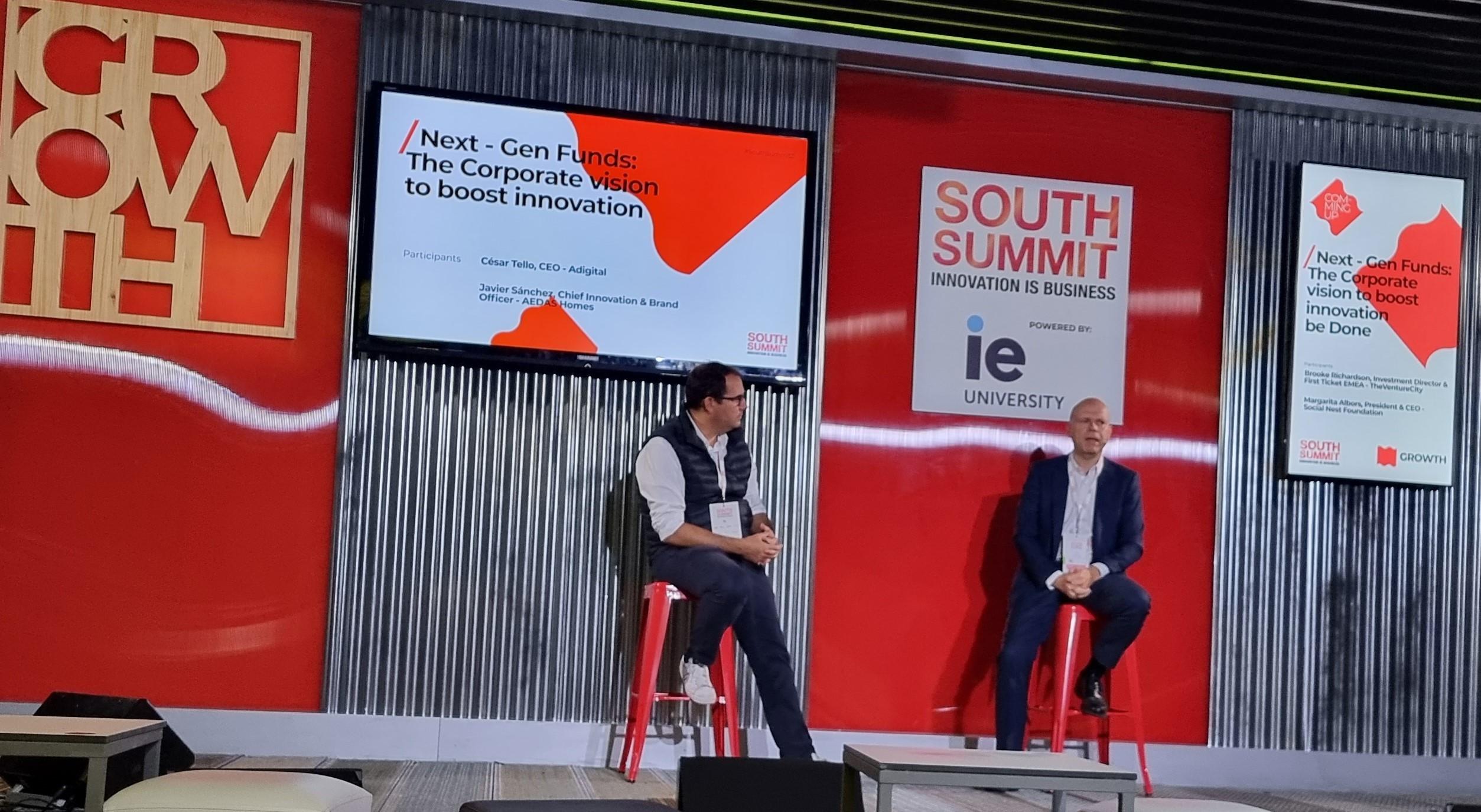 Javier Sánchez (dcha), Director de Innovación y Marca de AEDAS Homes.