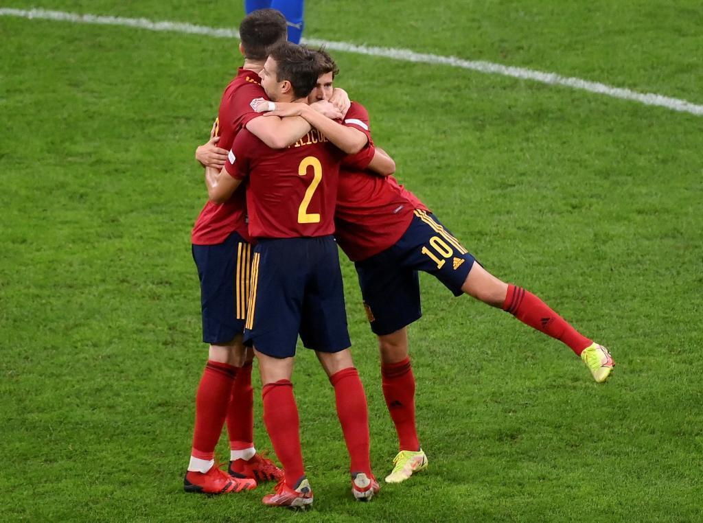 Laporte, Azpilicueta y Sergi Roberto celebran la victoria ante Italia.