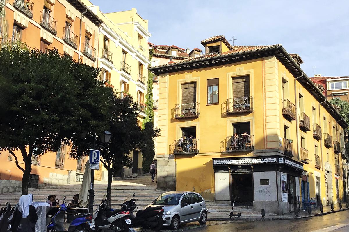 Hoy no quedan rastros del daño sufrido en el edificio de la calle de Segovia.
