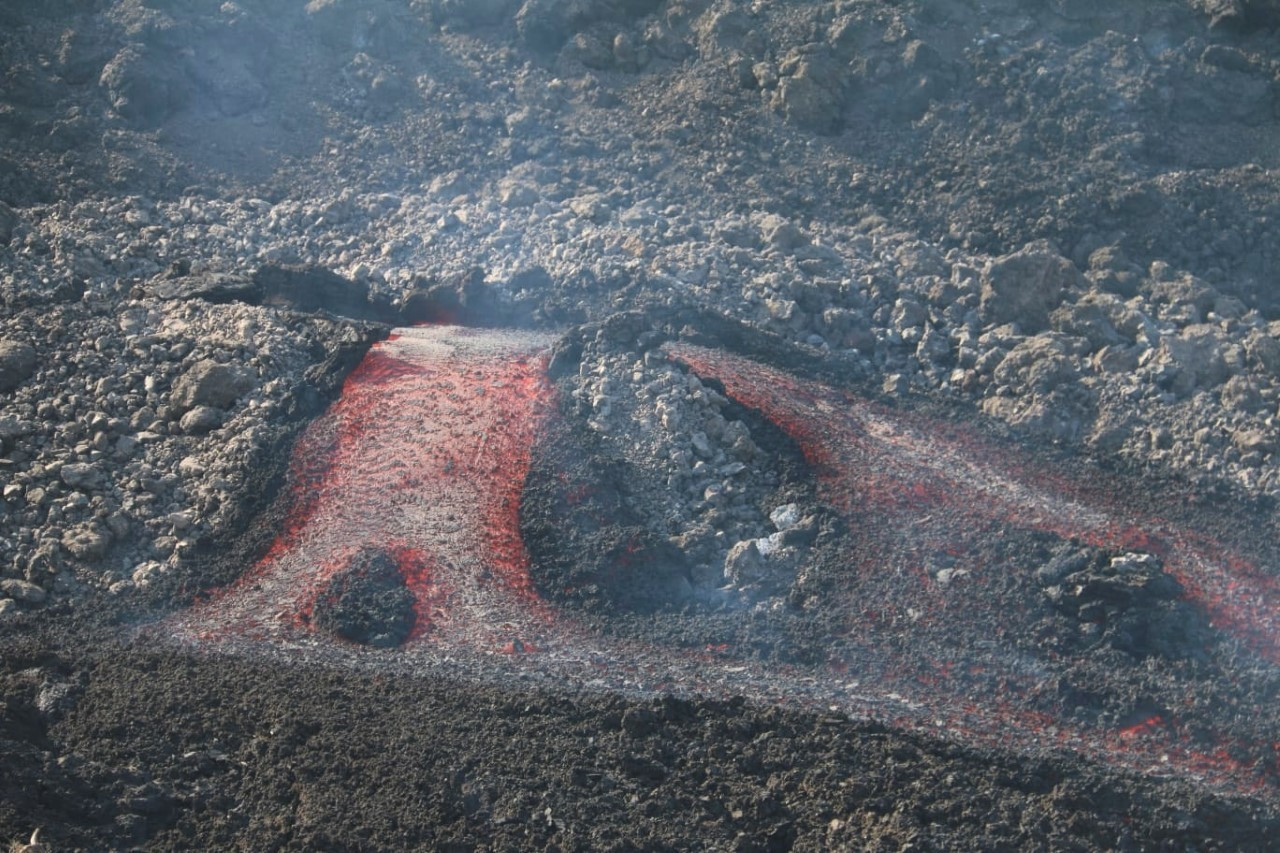 Salida de la lava por uno de los tubos volcánicos