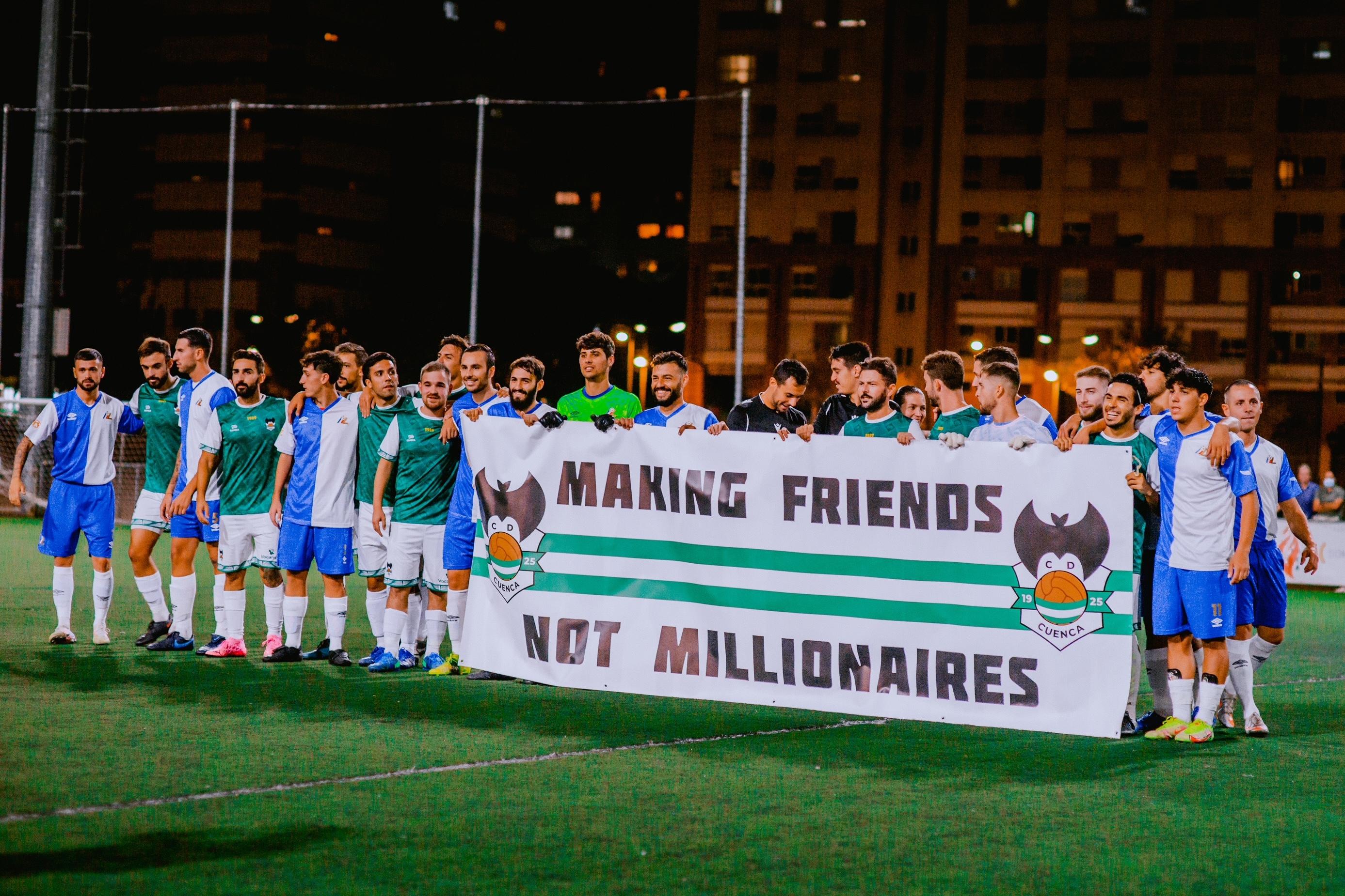 Los jugadores del Cuenca Mestallistes junto a los de la Lodigiani de Roma.