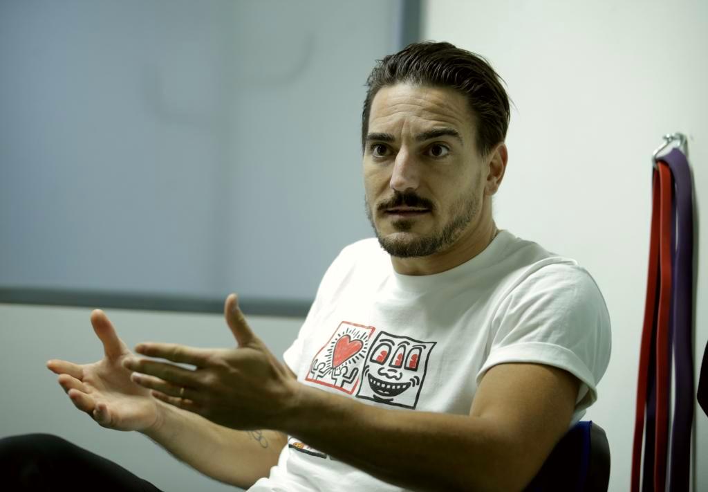 Damián Quintero en la consulta.