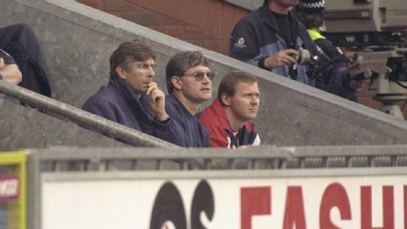 Wenger, el 12 de octubre de 1996, en Ewood Park.
