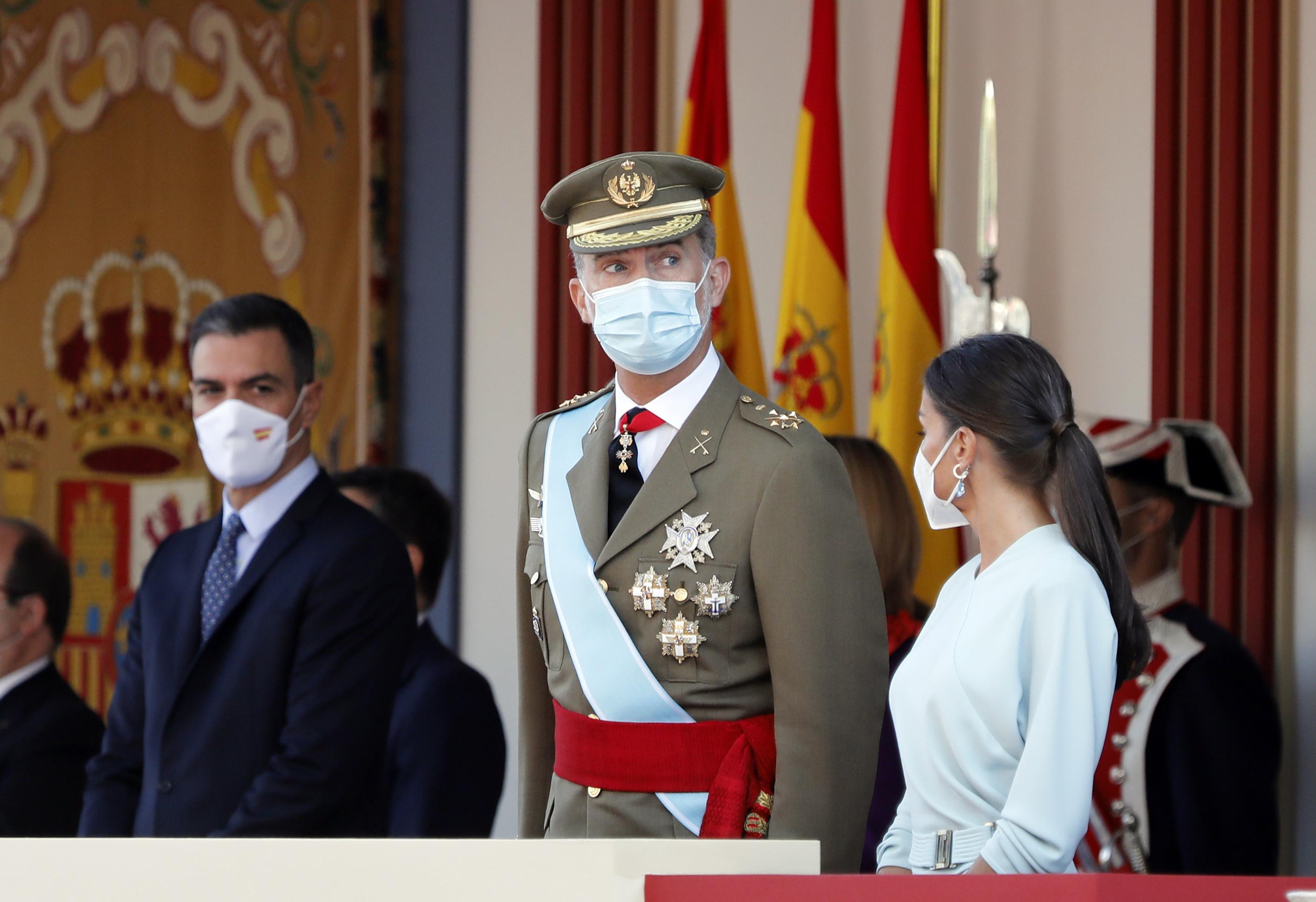 El Rey Felipe VI y la Reina Letizia, junto al presidente del Gobierno, Pedro Sánchez.
