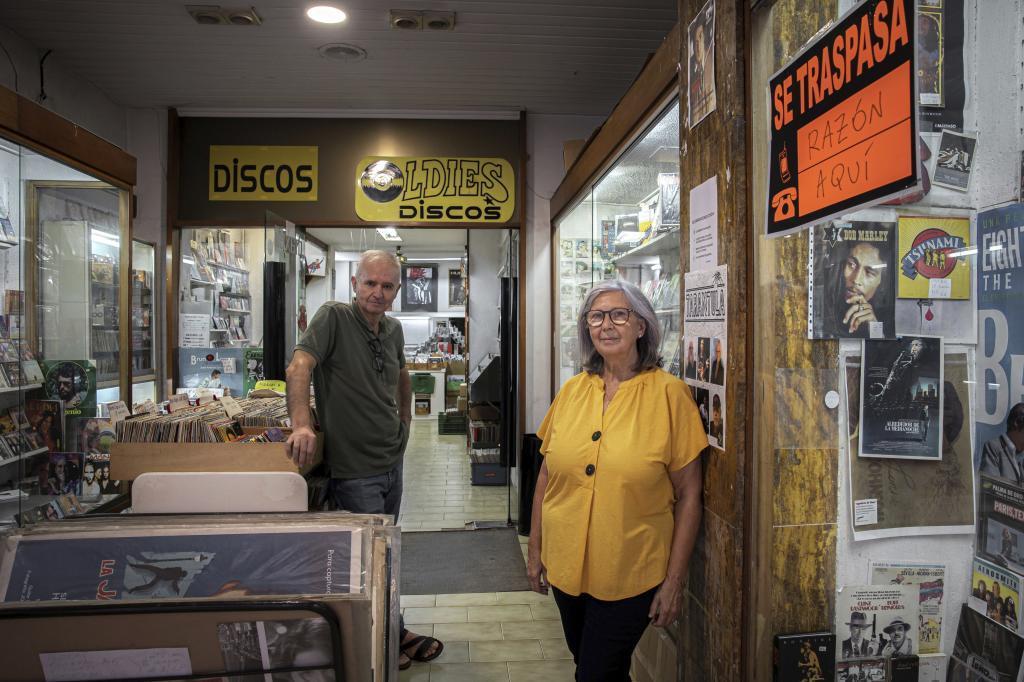 Carmen Arnal y Pepe Salvador, dos de los dueños de Discos Oldies.