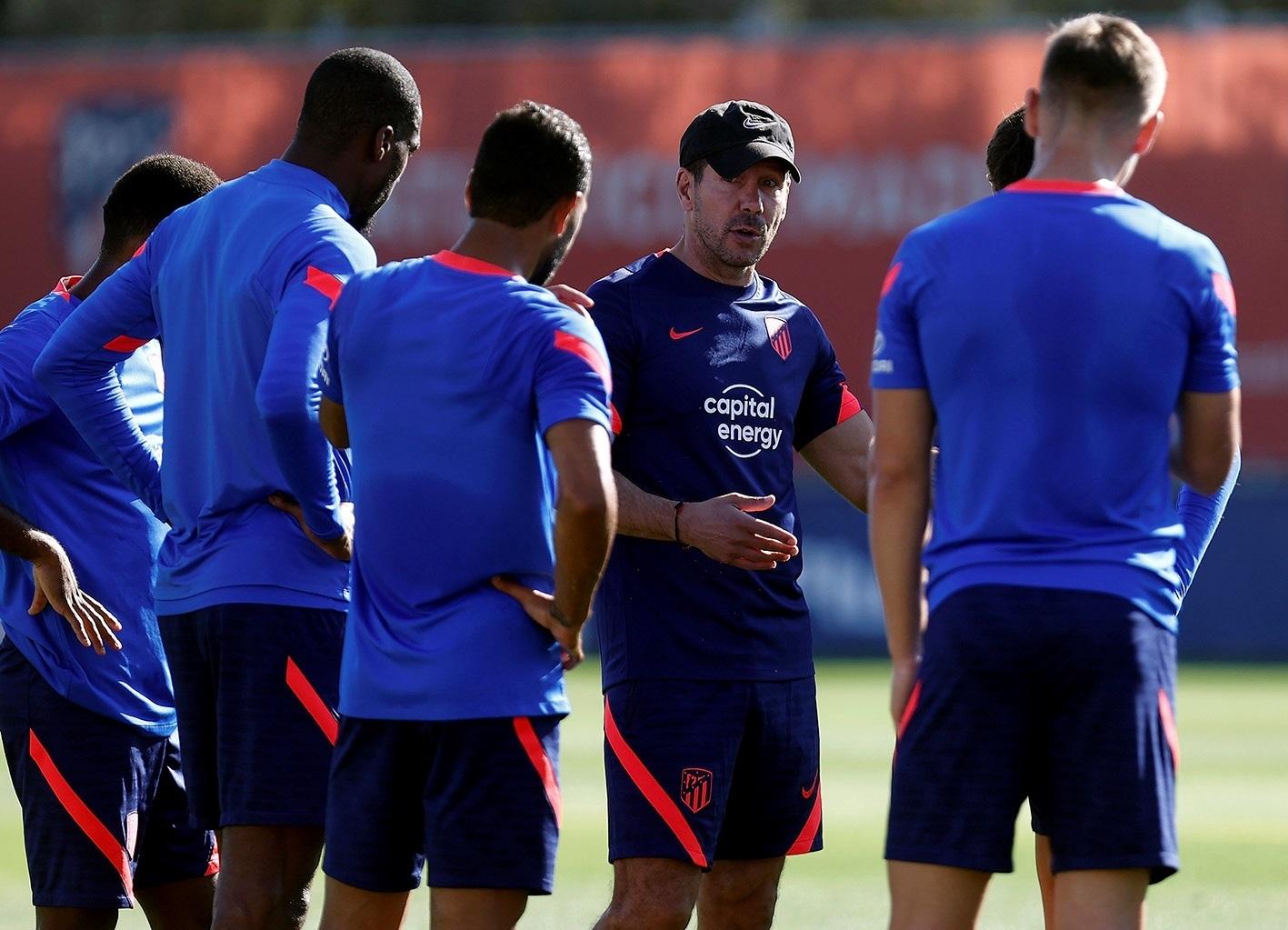 Simeone, durante el entrenamiento del Atlético este martes.